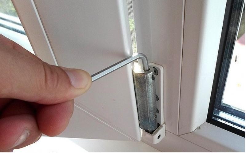 Как сделать балконную дверь с открыванием наружу