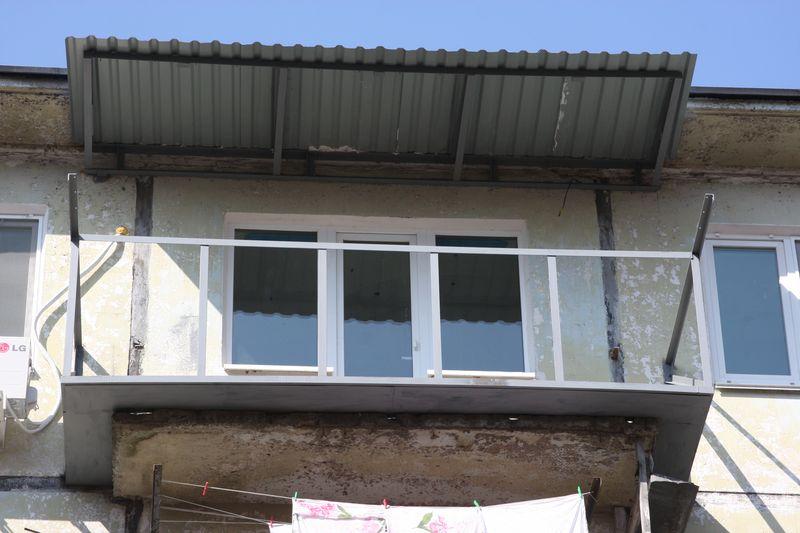 Как сделать козырек на балкон 856