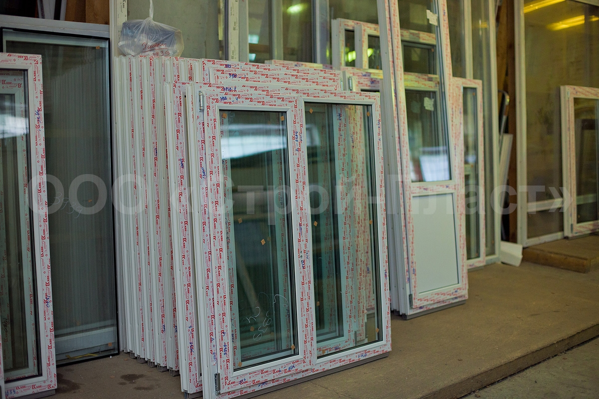 Отказная дверь пластиковая балконная готовая цена.